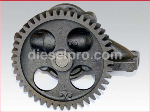 Detroit diesel engine pump oil - Right hand