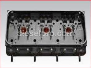 Cabeza / culata de motor Detroit Diesel 3-71. Reconstruida sin valvulas. Motor tipo viejo de 2 valvulas